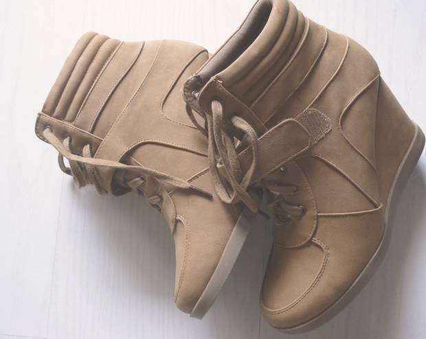 sneakers-compensses-camel
