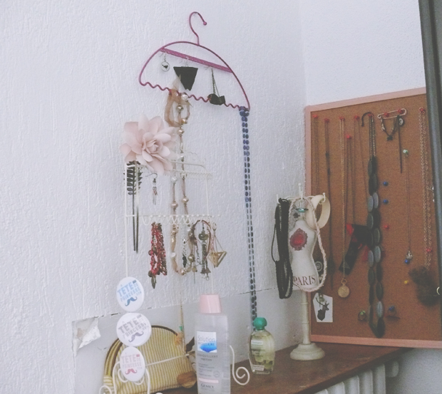 deco chambre rangement bijoux quotidien de jeune maman colo et gourmande. Black Bedroom Furniture Sets. Home Design Ideas