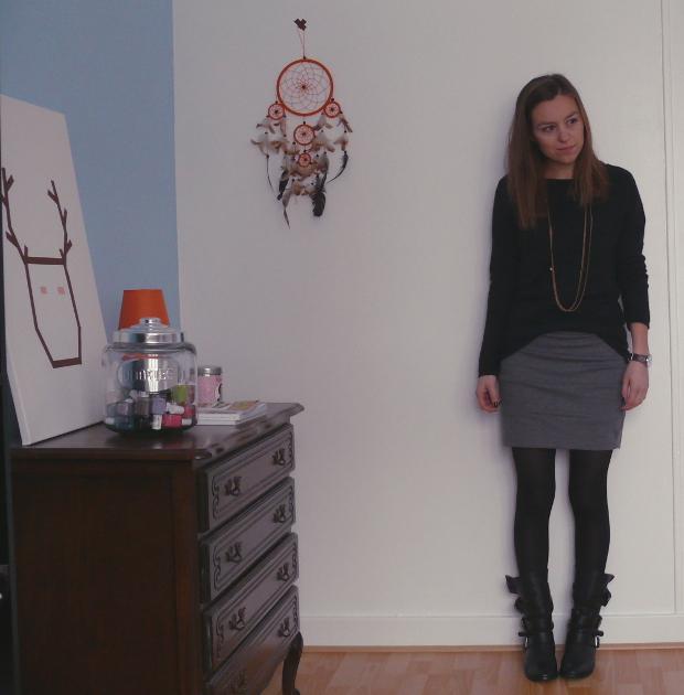 tenue avec bottes grises. Black Bedroom Furniture Sets. Home Design Ideas